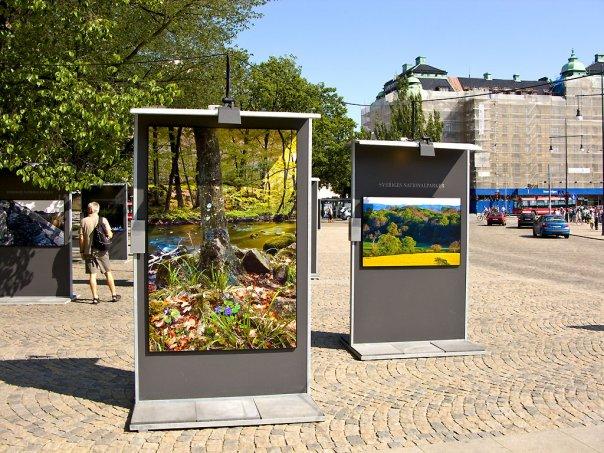 66 stora bilder på Nybroplan i Stockholm